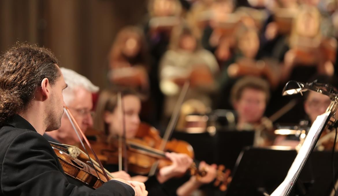 A picture of the lead violinist in Norwich Baroque