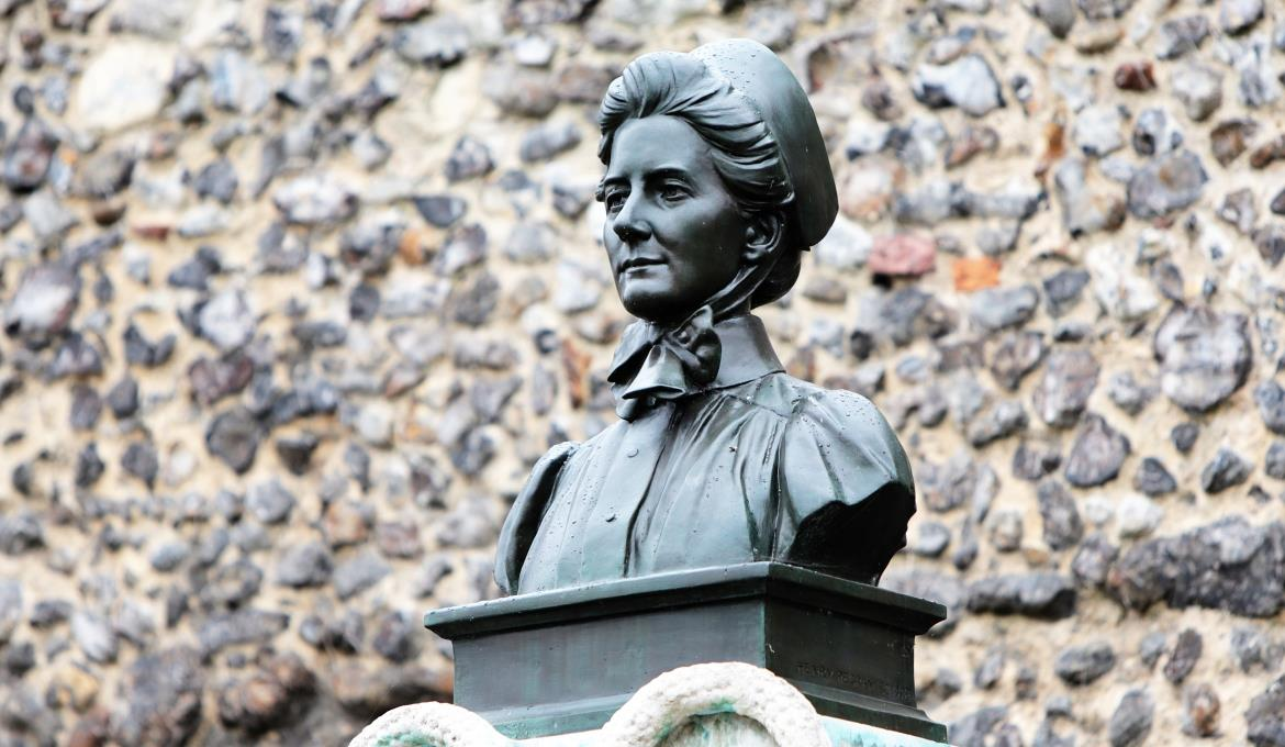 A picture of the Edith Cavell memorial statue at Norwich Cathedral