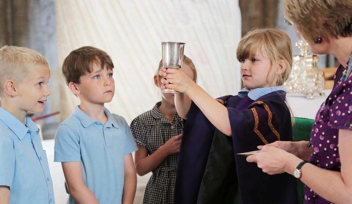 A picture of primary school children at Norwich Cathedral